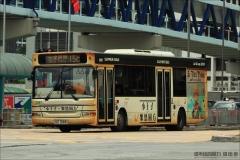 HZ1586 @ 15C 由 The Samaritans 於 民耀街北行企中環碼頭巴士總站門(中環碼頭入口門)拍攝