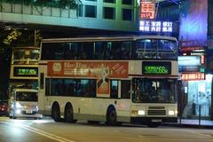 GZ9930 @ 68M 由 GZ9426 於 西樓角路左轉荃灣鐵路站巴士總站梯(入荃灣鐵路站巴士總站梯)拍攝