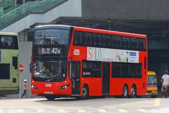 XE2215 @ 42A 由 529~HB9187 於 西九龍站巴士總站轉出海泓道門(西九出站門)拍攝