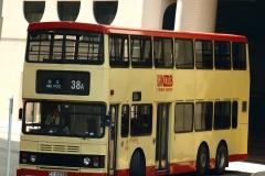 海濱花園巴士總站左轉怡樂街門